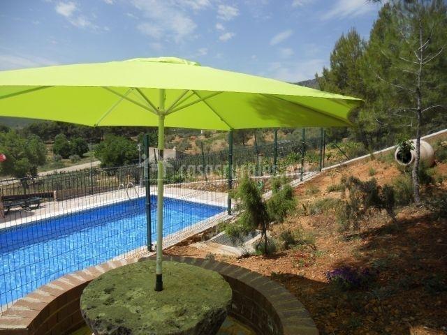 Casa rural cerro lobo 2 en yeste albacete for Complejo rural con piscina