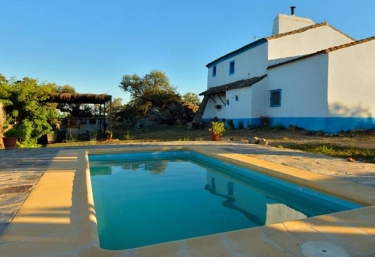 casas rurales en salvaleon con piscina