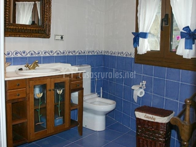 Azulejos Baño Azules:Baño con azulejos azules de la casa rural