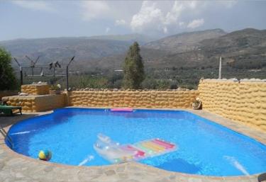 Casas rurales en granada con piscina for Piscina climatizada granada