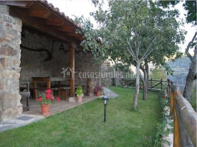 Casa rural la mata en morgovejo le n for Casas rusticas con jardin