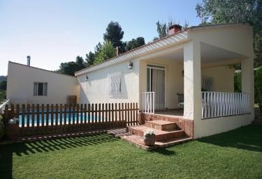 Casas rurales en biar con chimenea for Casas rurales alicante con piscina