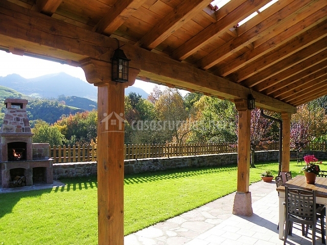 Arrileku en oronoz navarra - Casas con porches de madera ...