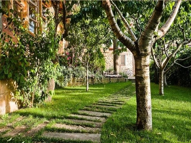 Casa roseta en riglos huesca for Arboles frutales para jardin