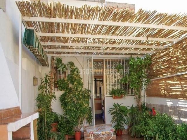 Casa de encarnacionica en las yeseras villanueva del rio - Patios con barbacoa ...