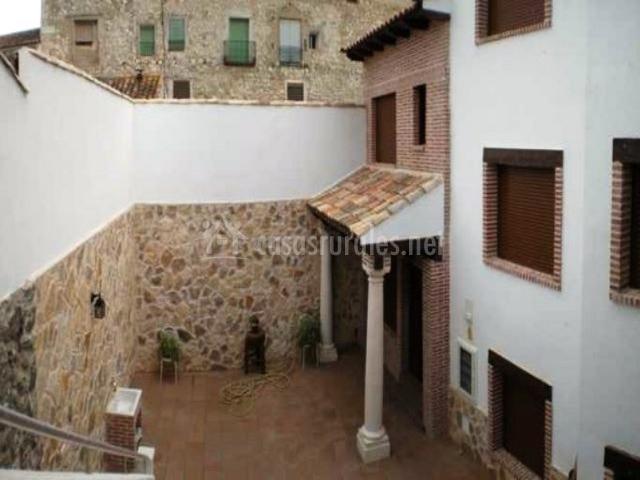 C r la abubilla en valdelaguna madrid for Barbacoa patio interior