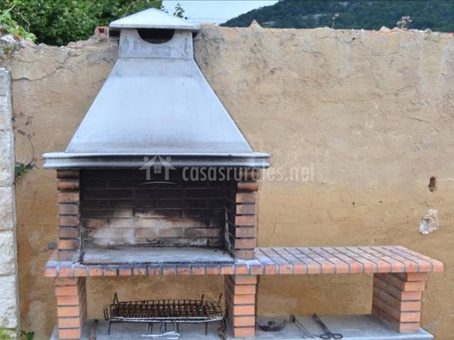 El manzanal en sabando lava for Barbacoa patio interior