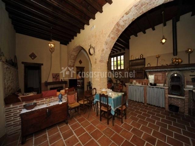 Bodega arcos del capell n en ardales m laga for Sala de estar y cocina