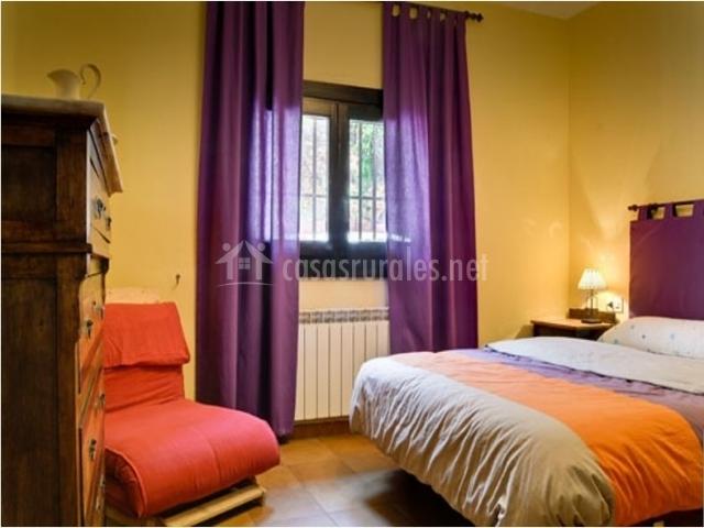 Cortinas De Baño Granada:Domitorio de matrimonio con cortinas