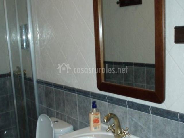 Casa maruto en queruas asturias - Cuartos de bano pequenos con plato de ducha ...