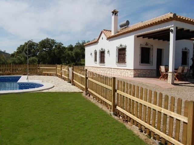 Casa rural la sierrezuela en posadas c rdoba for Piscinas jardin cordoba