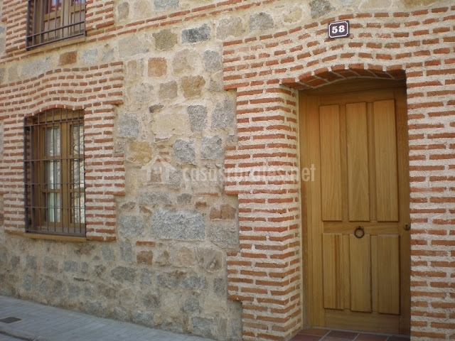 Las lanchas en navaluenga vila - Fachadas de piedra y ladrillo ...