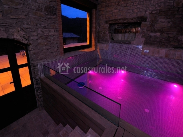 Baumala en borreda barcelona for Casa rural con piscina climatizada madrid