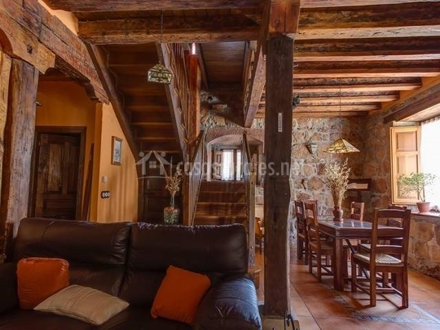 Casa gustares en vilviestre del pinar burgos - Habitaciones con escaleras ...