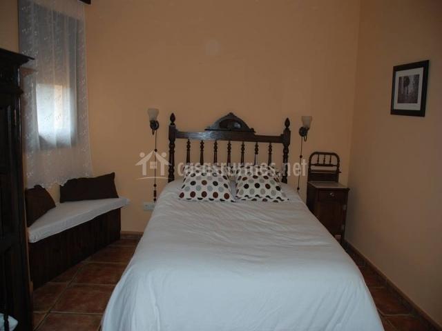 Los olivos en mombeltran vila - Bancos para dormitorio matrimonio ...