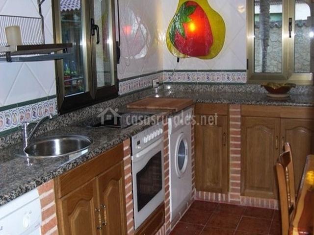 La palmera casa rural en milagros burgos for Remates de muebles de cocina