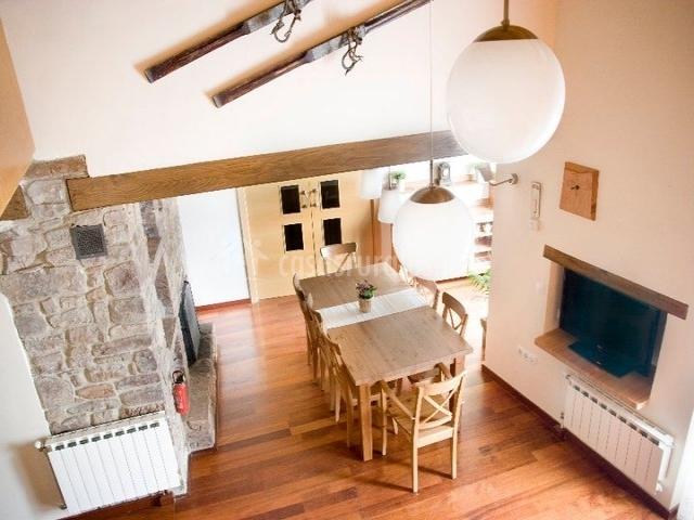 Casa rural ans s en montanuy huesca - Comedor con chimenea ...