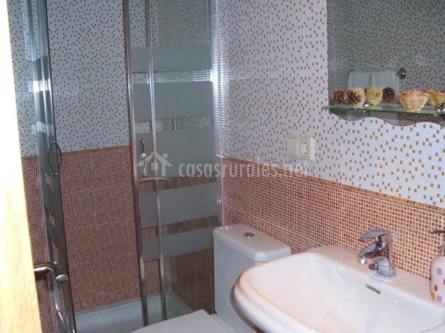 Baños Con Azulejos Azules:salón con mobiliario clásico y televisor mesa de comedor con
