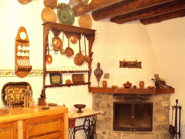 Casa bened en chibluco huesca - Utensilios de chimenea ...