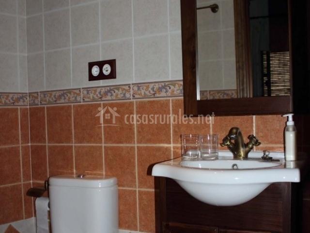 Mueble Baño Encima Inodoro:Ecoturismo Casa Rural baños en Guadalupe (Cáceres)