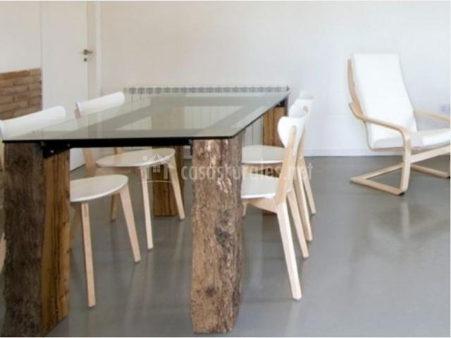 Casa cal fuster en sant climen lleida for Mesa cristal y madera