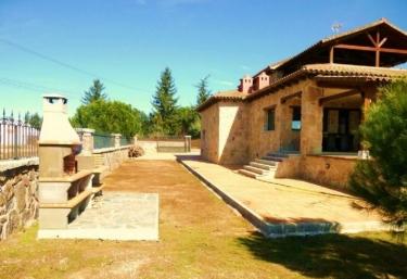 Casas rurales en sierra norte de madrid con piscina for Casas rurales sierra de madrid con piscina
