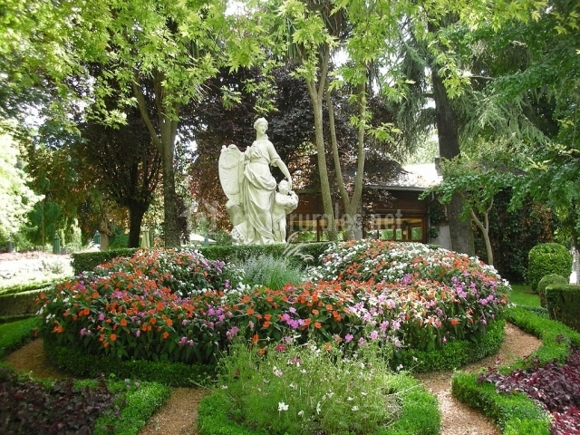 Haizegu en aranaz arantza navarra for Jardines de la taconera