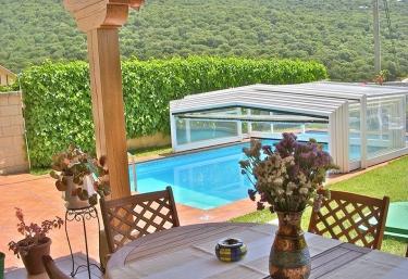 Casas rurales en navarra con piscina for Hoteles en navarra con piscina