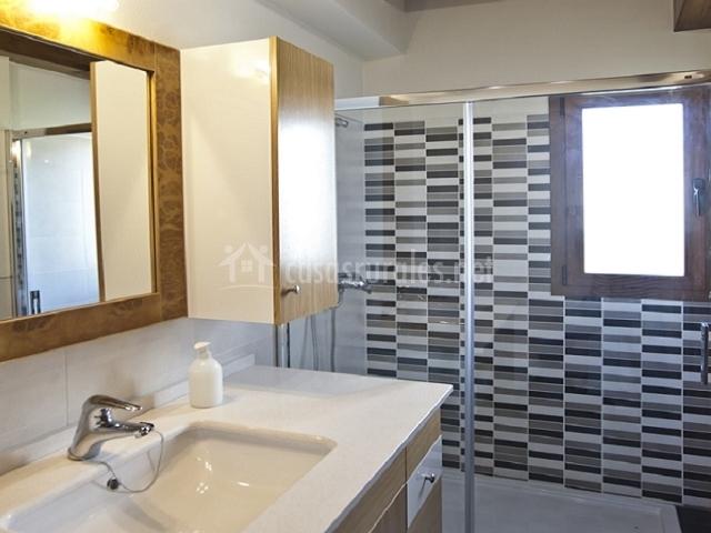 Salas de ba o con ducha - Cuartos de bano pequenos con plato de ducha ...