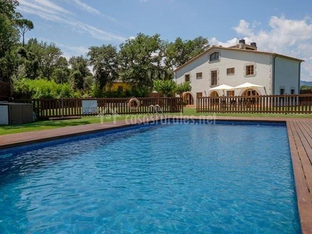 Can dellonder en vilobi d 39 onyar girona for Casa rural girona piscina