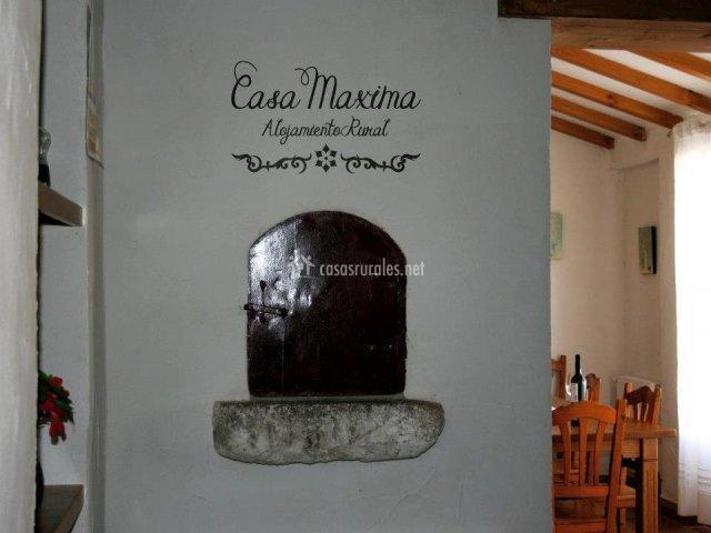 Muebles De Baño Yecla:mecedora comedor con mesa de madera detalle de la pared
