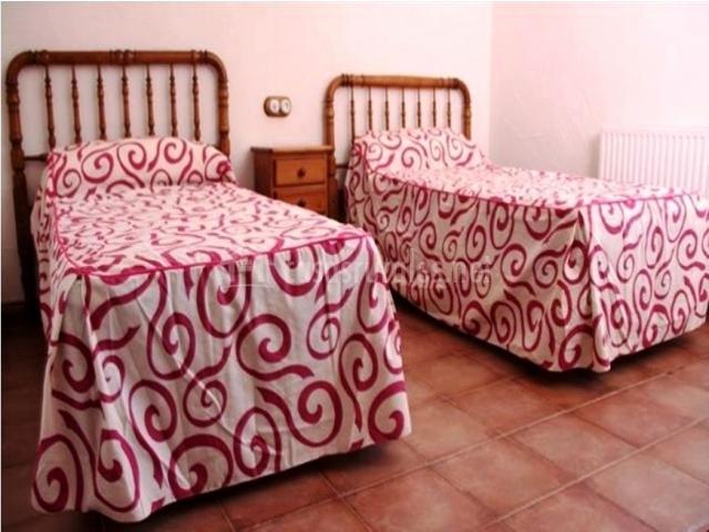Muebles De Baño Yecla:alojamiento tiene 3 dormitorios , 2 de ellos con sendas camas de