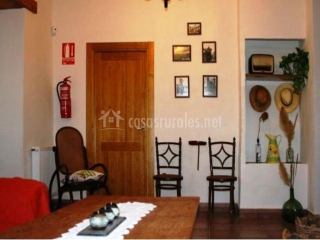 Muebles De Baño Yecla:mesa de madera detalle de la pared entrada y muebles