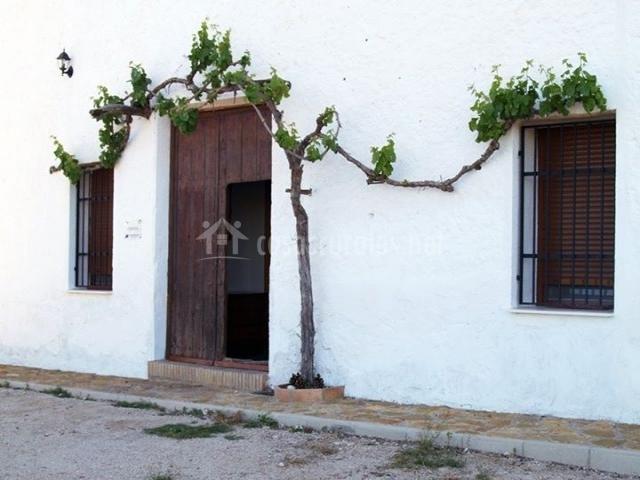 Muebles De Baño Yecla:detalle de la parra cartel de la casa puerta principal