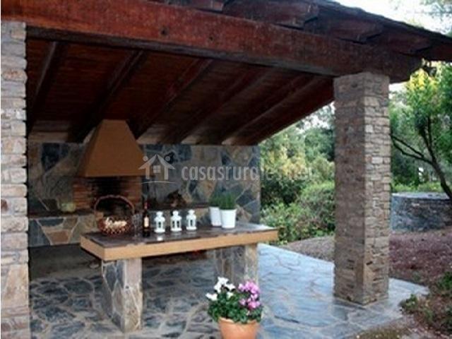Rural can verdaguer en sant pere de vilamajor barcelona - Porches con barbacoa ...
