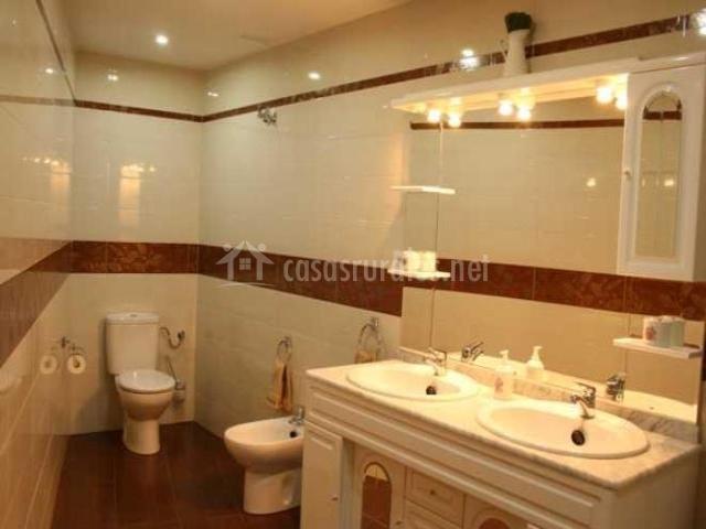 Diseno De Baño Rural:de madera y lámpara de vela baños con diseño cuidado