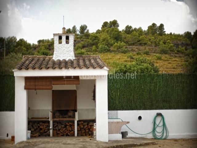 La paraeta en chella valencia for Casetas para guardar lena