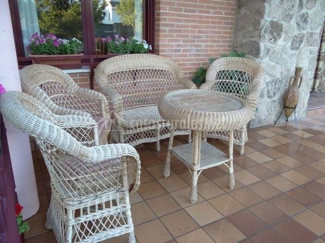 Alojamiento tur stico abuela paula en trescasas segovia for Muebles porche