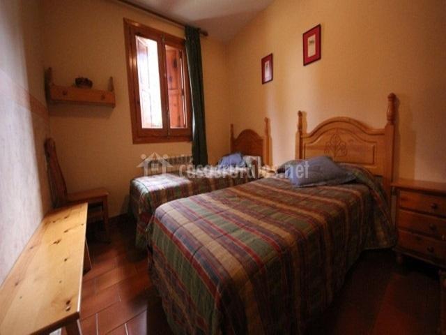 Apartamentos tur sticos casa m jes s en mosqueruela teruel - Dormitorios 2 camas ...