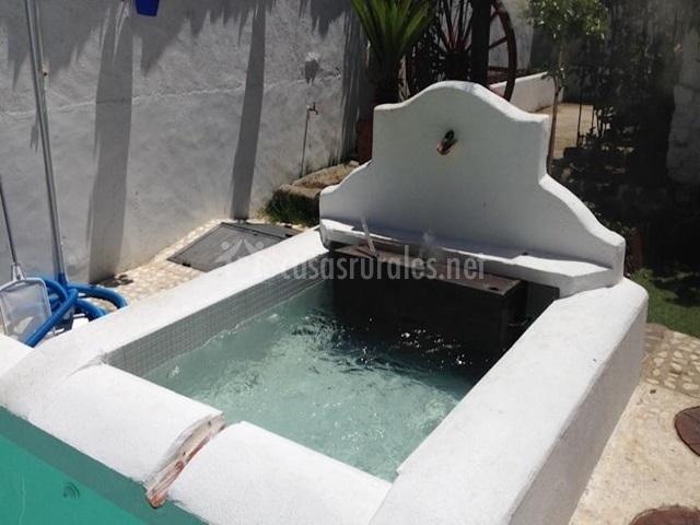 Hotel rural las cinco ranas en brazatortas ciudad real for Jacuzzi piscina exterior