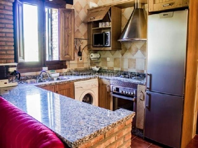 Gavilla apartamentos rurales fuente chiquita en hervas for Cocinas en forma de u con barra