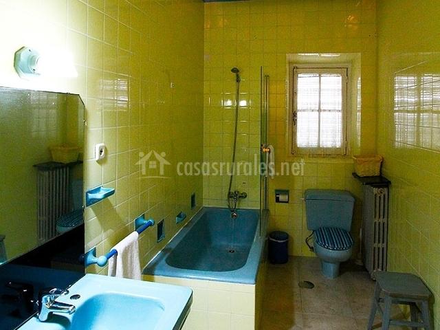 Baños En Verde Pistacho:Caserón de Navas de Oro en Navas De Oro (Segovia)
