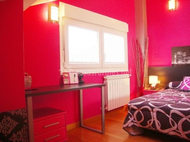 Apartamento tur stico iruberri en saldias navarra for Escritorio dormitorio matrimonio