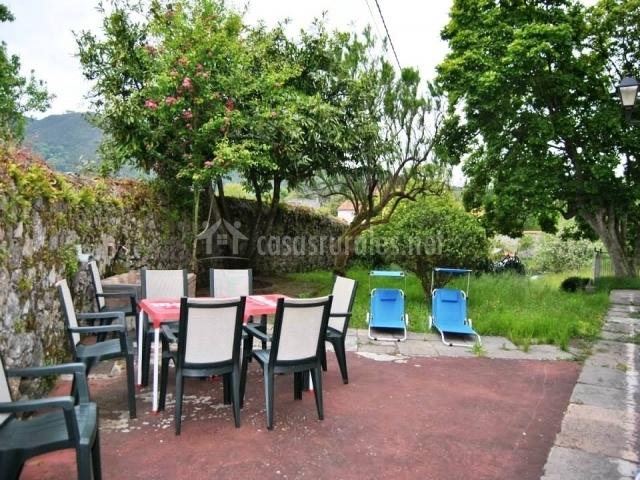 Casa vall n en grullos asturias for Mesas de patio baratas