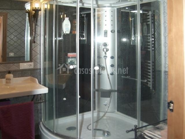 Ba o adaptado con ducha for Modelos de banos con plato de ducha