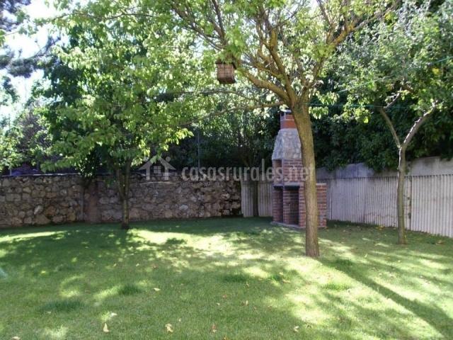 Casa rural las golondrinas en carde uela riopico burgos - Jardin con arboles ...