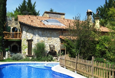 Casas rurales en navarra con jacuzzi for Hoteles en navarra con piscina