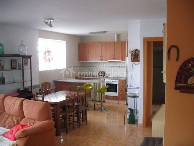 Casa rural singra en singra teruel for Barra americana cocina salon