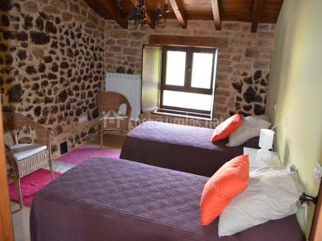 Faidiellu casa lila en infiesto asturias - Muebles infiesto ...