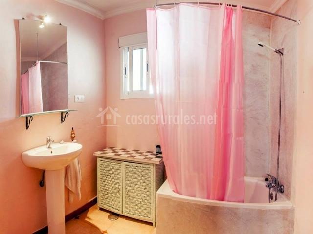 Baño Adaptado Con Ducha:baño rosa en dormitorio baño vistas campo baño vistas pisicna